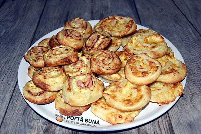 Rulouri aperitiv din foietaj cu branza si sunca presata - Rulouri aperitiv din foietaj cu branza si sunca presata
