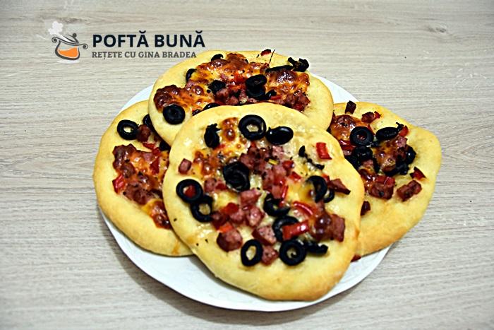 Mini pizza pizzette cu salam ardei reteta gina bradea - Minipizza sau pizette cu salam, ardei si masline, reteta simpla