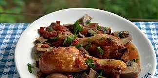 Pui la cuptor cu rosii, ciuperci si usturoi