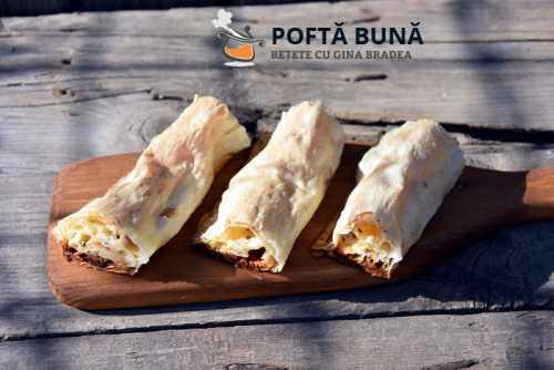Placinta aperitiv tip pizza cu branza telemea salam si sunca 1 500x334 - Placinta aperitiv cu branza telemea, salam si sunca