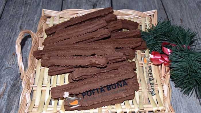 biscuiti spritati piscoturi 700x394 - Biscuiti spritati, piscoturi cu unt, untura si cacao, reteta copilariei