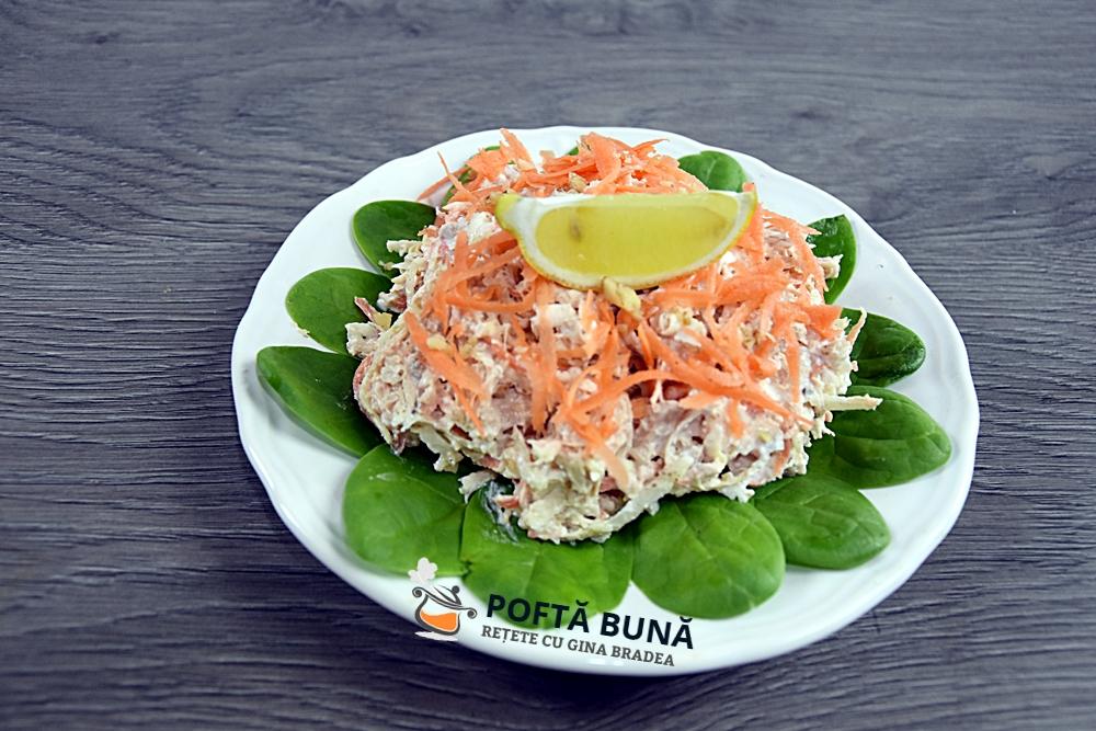Salata de pui cu telina, morcov si iaurt, reteta rapida