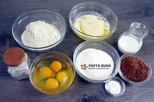 Cum preparam reteta de cupcakes de cacao, cu crema de mascarpone, frisca si fructe de padure?