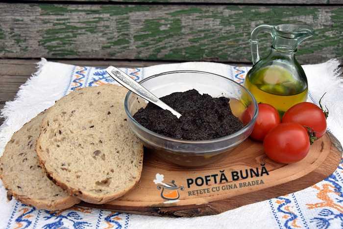 Pate vegetal pasta tartinabila de masline reteta de post 700x467 - Pasta tartinabila, pate de masline, reteta de post
