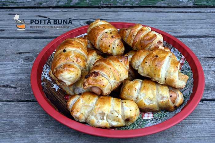 Mini croissante rapide cu crenvursti in foietaj 1 700x466 - Minicroissante rapide cu crenvursti, in foietaj