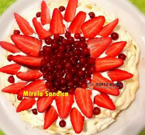 prajitura pavlova mirela s 500x466 - Prajitura Pavlova, reteta de bezea fina cu fructe si frisca