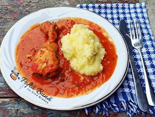 Ostropel de pui cu sos de rosii si usturoi reteta gina bradea 500x376 - Ostropel de pui cu sos de rosii reteta clasica