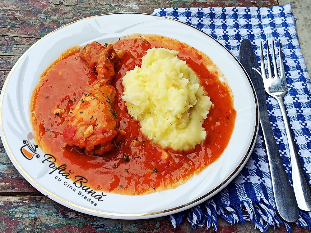 Ostropel de pui cu sos de rosii, reteta clasica