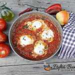 Shakshuka, reteta de oua cu rosii si ardei pentru micul dejun