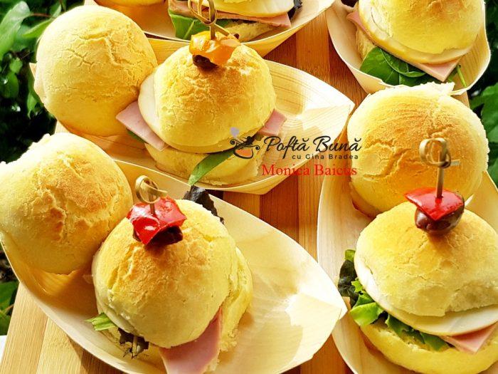 20190922 233934 700x525 - Mini chifle moi si pufoase, ideale pentru aperitive festive