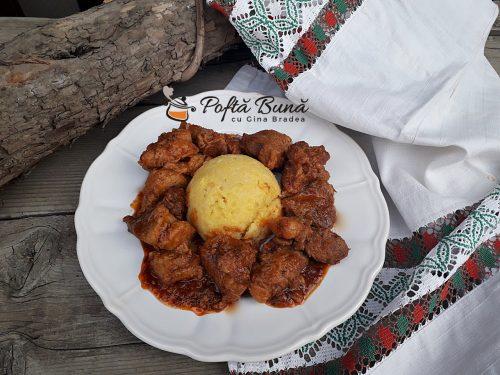Tochitura dobrogeana, bucovineana sau tochitura de porc cu ceapa