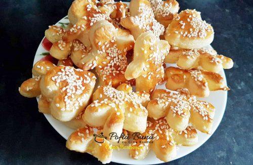 biscuiti fragezi cu unt branza si seminte de susan 6 500x326 - Biscuiti fragezi cu unt, branza si seminte de susan