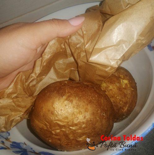 cartofi copti 497x500 - Cartofi copti la cuptor, cu rosii si carnati afumati, reteta simpla
