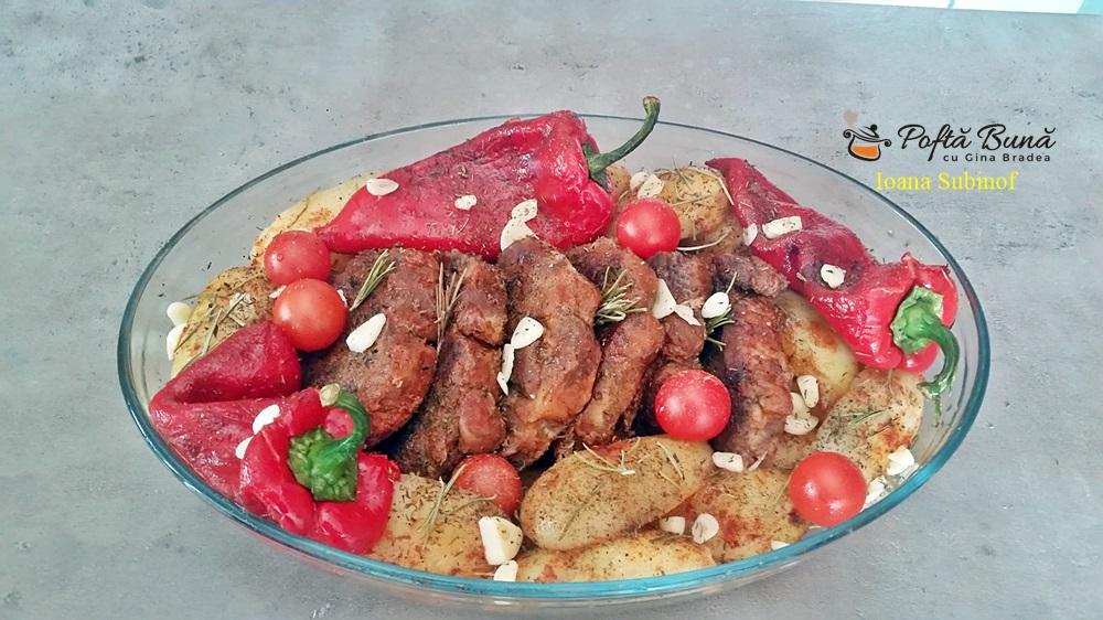 Ceafa de porc la cuptor, cu cartofi si rozmarin, reteta veche