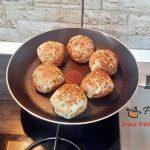 chiftele in sos de ardei reteta simpla pas cu pas2 150x150 - Chiftele la cuptor in sos de ardei cu garnitura de cartofi natur sau piure