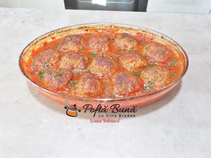 Chiftele la cuptor in sos de ardei cu garnitura de cartofi natur sau piure