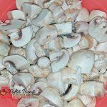 ciulama de ciuperci reteta pas cu pas4 150x150 - Ciulama de pui cu ciuperci si smantana, reteta veche, traditionala
