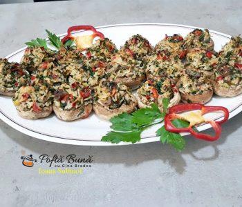 Ciuperci umplute cu orez, ceapa si ardei, reteta de post