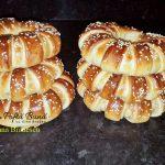 covrigi pufosi cu dulceata 2 150x150 - Covrigi pufosi cu dulceata, colacei cu susan, reteta simpla