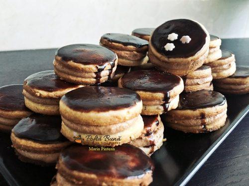islere fursecuri cu unt si ciocolata reteta pas cu pas 11 500x375 - Islere cu unt, nuca si crema de ciocolata, reteta veche
