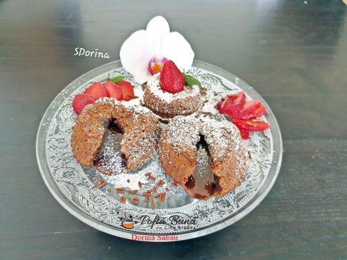 lava cake vulcan de ciocolata reteta simpla5 500x375 - Lava cake, vulcan de ciocolata, reteta simpla
