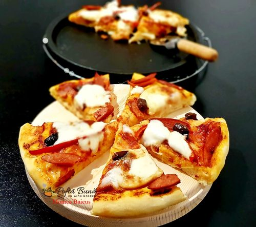 Pizza de casa, moale si pufoasa, reteta rapida