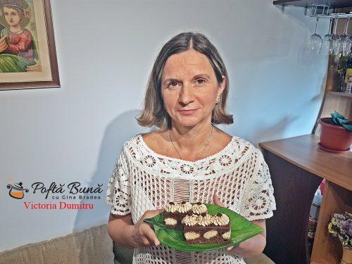 prajitua ioana reteta pas cu pas 4 500x375 - Prajitura Ioana cu blat de cacao, piscoturi si crema de ciocolata