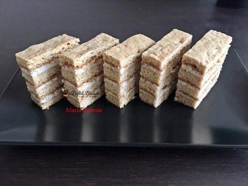 prajitura cu miere de albine si crema de smantana 6 500x375 - Prajitura foi cu miere de albine, nuca si crema de smantanta