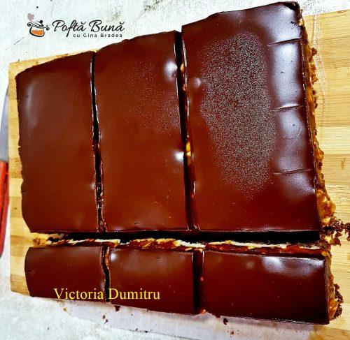 prajitura snickers reteta simpla 4 500x487 - Prajitura Snickers cu alune, crema caramel si ciocolata