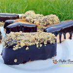 Prajiturele cu mousse de ciocolata alba si jeleu de zmeura