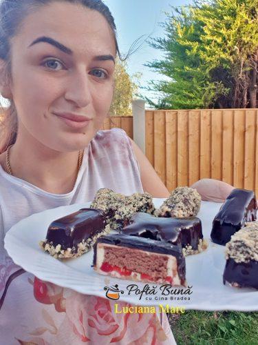 prajiturele cu mousse de ciocolata alba si jeleu de zmeura 4 375x500 - Prajiturele cu mousse de ciocolata alba si jeleu de zmeura