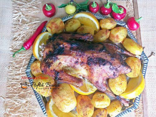 Rata umpluta cu mere si organe, la cuptor, cu garnitura de cartofi