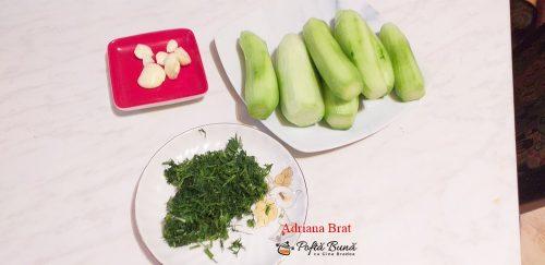 salata castraveti reteta rapida simpla 2 500x243 - Salata de castraveti cu usturoi si marar, reteta ardeleneasca