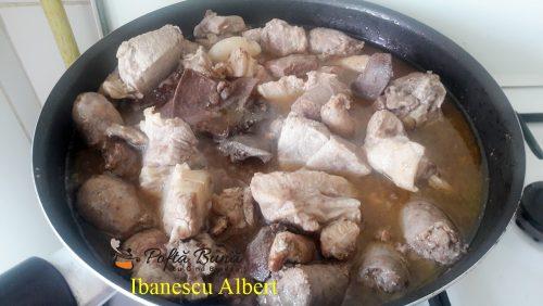 tochitura de porc reteta simpla traditionala3 500x282 - Tochitura de porc, reteta traditionala moldoveneasca din carne si organe