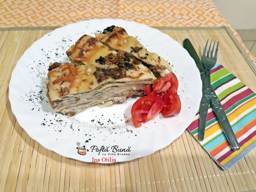 Tort aperitiv de clatite cu afumatura, ciuperci si cascaval