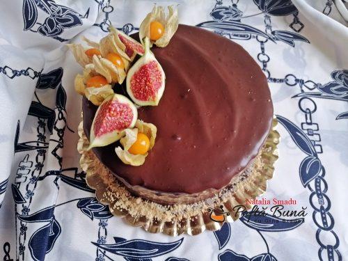 tort cu crema de vanilie si ciocolata reteta clasica 5 500x375 - Tort cu crema de vanilie si ciocolata, reteta pas cu pas