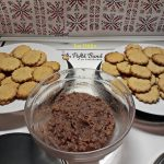 biscuiti condimentati umpluti reteta pas cu pas 2 150x150 - Biscuiti aromati cu nuca umpluti cu gem si martipan