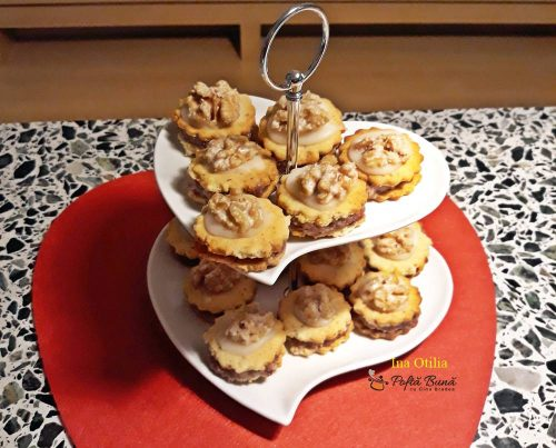 biscuiti condimentati umpluti reteta pas cu pas 4 500x403 - Biscuiti aromati cu nuca umpluti cu gem si martipan