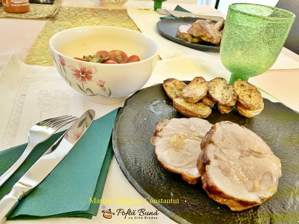 ceafa de porc cu cartofi noi la cuptor 5 - Ceafa de porc la cuptor, frageda si rumena, reteta clasica