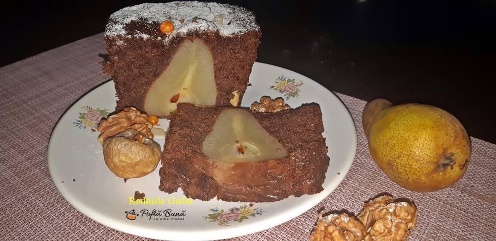 Chec cu pere si cacao, reteta de chec festiv cu fructe intregi