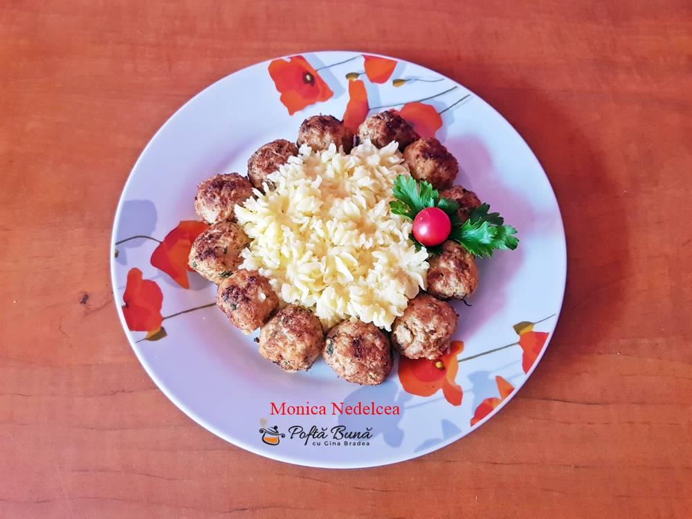 Chiftele din carne cu legume si piure de cartofi, reteta clasica