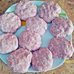 chiftelute burgeri in sos reteta simpla 4 150x150 - Chiftelute sau burgeri in sos, cu piure de cartofi si muraturi