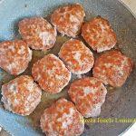 chiftelute burgeri in sos reteta simpla 5 150x150 - Chiftelute sau burgeri in sos, cu piure de cartofi si muraturi
