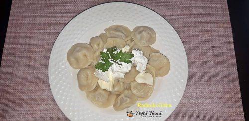 Coltunasi sau pelmeni umpluti cu carne tocata, reteta ruseasca