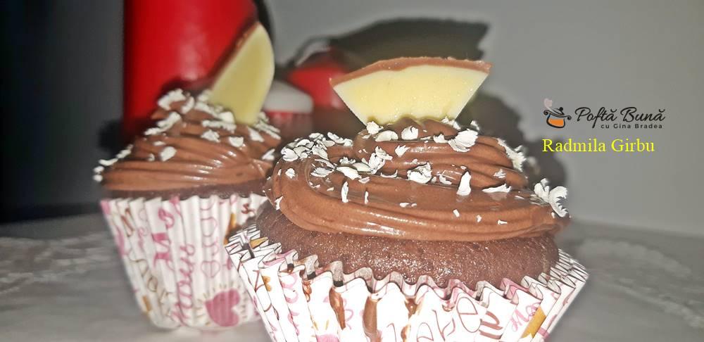 cupcakes cu cacao gem de visine si frisca 3 - Cupcakes cu cacao, gem de visine si frisca, moi, pufoase si gustoase
