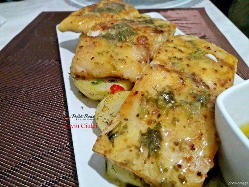 file de salau de nil pe pat de cartofi cu sos meunier 5 500x375 - File de salau de Nil pe pat de cartofi, cu sos Meuniere