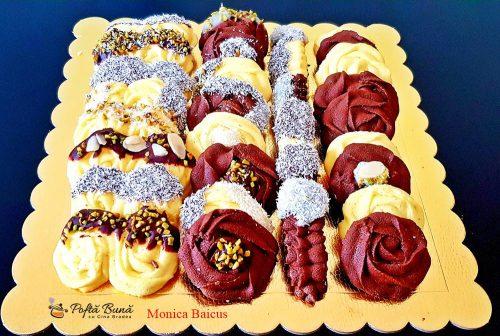 fursecuri fragede glazurate reteta simpla 2 500x336 - Fursecuri fragede cu unt, glazurate cu ciocolata si nuca
