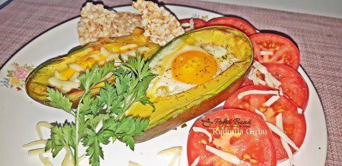 ou copt in avocado reteta pentru micul dejun 4 500x243 - Ou copt in avocado, un mic dejun sanatos, reteta simpla