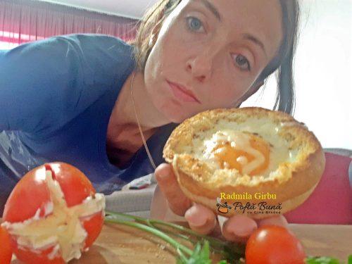 ou copt in chifla de hamburger 1 500x375 - Ou copt in chifla de hamburger, ideal pentru micul dejun