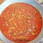 Oua posate in sos de rosii, sau shakshuka, reteta rapida